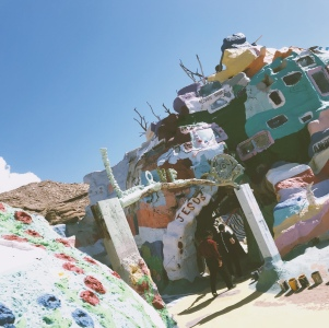 Lady-Goodman-salvation-mountain-California-travel-6