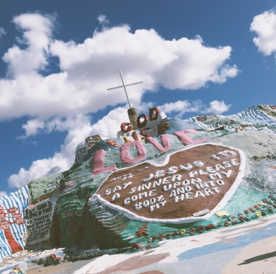 Lady-Goodman-salvation-mountain-California-travel-5